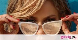 «Yo quiero dinero»: Δες τη Jennifer Lopez αγκαλιά με έναν πάκο με χρήματα