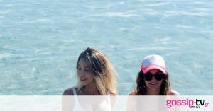Influencers ανέβασαν φωτογραφία στη θάλασσα – «Πάγωσαν» μόλις είδαν τι ήταν πίσω τους (photos+video)